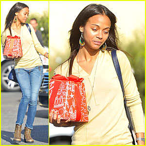 Zoe Saldana Carries Wrapped Present on Christmas Eve!