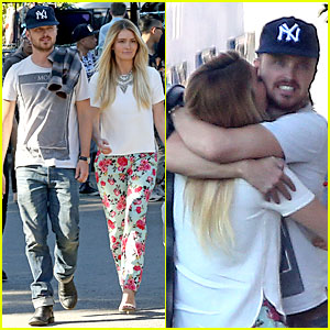 Aaron Paul & Wife Lauren Kiss & Cuddle at the Flea Market