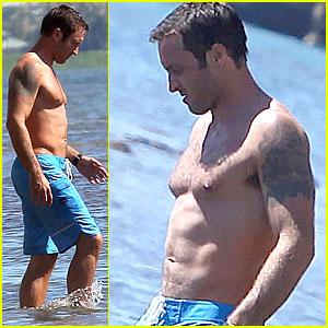 Alex O'Loughlin Bares Hot Shirtless Bod on 'Hawaii Five-0' Set!
