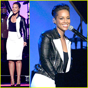 Alicia Keys Honors Carole King at MusiCares Gala!