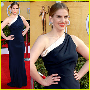 Anna Chlumsky - SAG Awards 2014 Red Carpet
