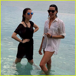 Anna Kendrick & Aubrey Plaza: Mexico Vacation Photos!