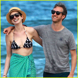 Anne Hathaway Dons Bikini Top for Hawaii Beach Walk!