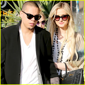 Ashlee Simpson & Evan Ross Spend Wednesday Shopping!