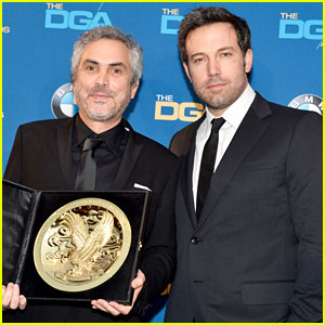 Ben Affleck Presents Top Prize at DGA Awards 2014!