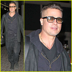 Brad Pitt: LAX Departure After Producers Guild Awards!