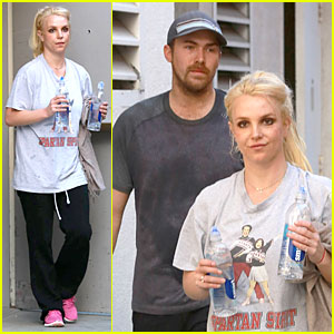 Britney Spears: Dance Studio Hydration with David Lucado!