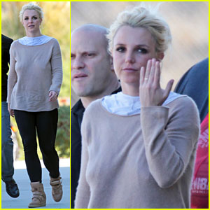 Britney Spears: Wedding Band at Jayden's Soccer Game?