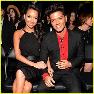 Bruno Mars Thanks Girlfriend Jessica Caban at Grammys 2014!