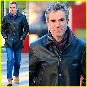 Daniel Day-Lewis Starts Week with a Stroll Through Soho!