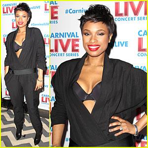 Jennifer Hudson Flaunts Black Bra at Carnival Live Performance
