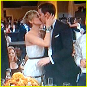 Jennifer Lawrence Kisses Nicholas Hoult at Golden Globes 2014!