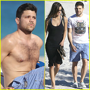 Jerry Ferrara: Shirtless Miami Beach Lounging with Girlfriend!