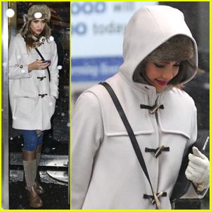 Jessica Alba: Snowy New York Exit!