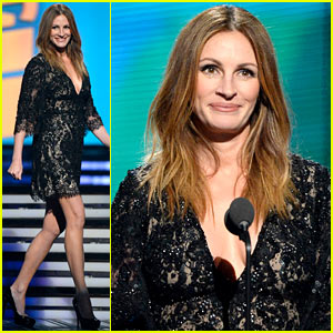 Julia Roberts Introduces Paul McCartney & Ringo Starr at Grammys 2014