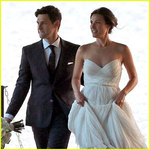 Justin Bartha Marries Lia Smith in Hawaii, Wedding Photos Here!