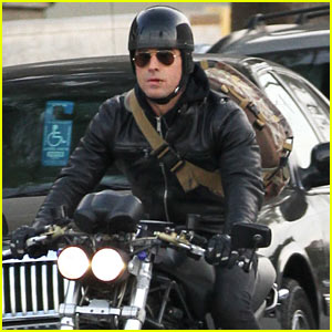 Justin Theroux Rides His Motorcycle Around Town