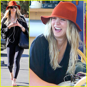 Kaley Cuoco Spends Sunday Laughing at Color Me Mine!