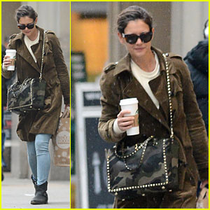 Katie Holmes Braves Weekend Rain with Starbucks Coffee!