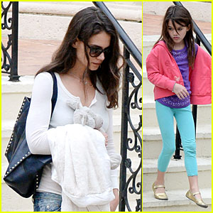 Katie Holmes & Suri Continue Miami Vacation with Movie Day!
