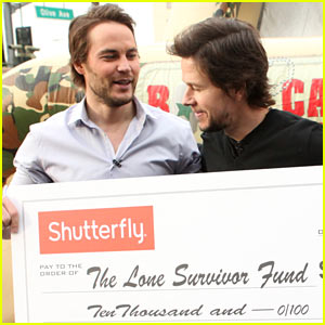Mark Wahlberg & Taylor Kitsch: Obstacle Course Competition on 'Ellen'!
