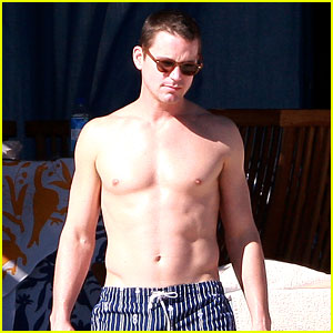 Matt Bomer: Shirtless Sexy Cabo Vacation with Simon Halls!