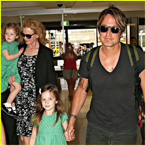Nicole Kidman & Keith Urban Fly Out of Sydney with the Girls!