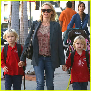Naomi Watts: Liev Schreiber Talks Giving Away Golden Globe if He Wins!