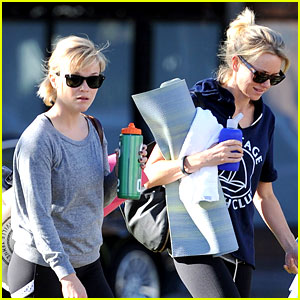 Reese Witherspoon & Naomi Watts: Yoga Workout Buddies!