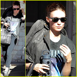 Rooney Mara Shows Nirvana Love at Her Dance Class