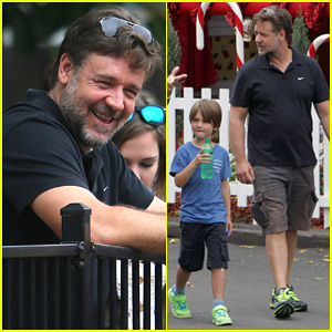 Russell Crowe: Dreamworld Theme Park with the Boys!