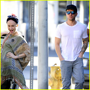 Ryan Phillippe Hilariously Photobombed by Woman on Sidewalk!