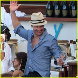 Ryan Seacrest Enjoys Drinks with Friends in St. Barts
