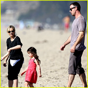 Sarah Michelle Gellar: Beachside Party with Freddie Prinze Jr!