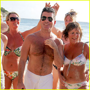Shirtless Simon Cowell Draws Large Female Crowd at the Beach