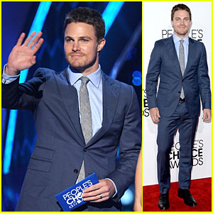Stephen Amell: Presenter at People's Choice Awards 2014!