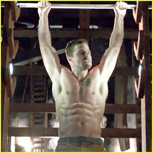 Stephen Amell: Ridiculously Ripped Abs in Shirtless 'Arrow' Stills!
