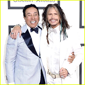 Steven Tyler Sings to Smokey Robinson at Grammys 2014!