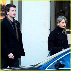 Taylor Swift & Brother Austin Go Shopping in New York City!