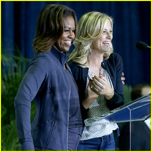 Michelle Obama Tells Crowd: Amy Poehler & I Are Best Friends!