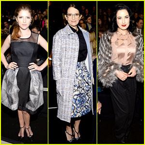 Anna Kendrick & Tina Fey: Carolina Herrera Fashion Show!