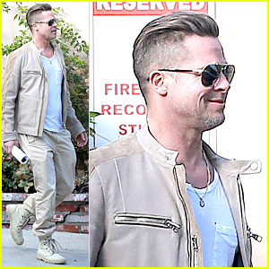 Brad Pitt Exits Pasadena Studio with Secret Script!