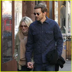 Dakota Fanning & Jamie Strachan: Romantic SoHo Stroll Before Her 20th Birthday!
