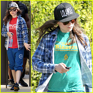 Ellen Page Supports Zoe Kravitz's Band Lolawolf!