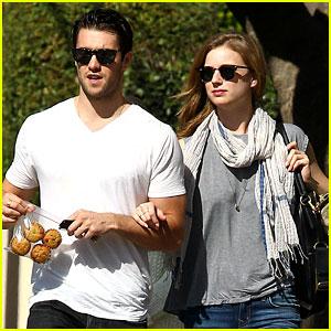 Emily VanCamp & Josh Bowman: Muffins to Go!