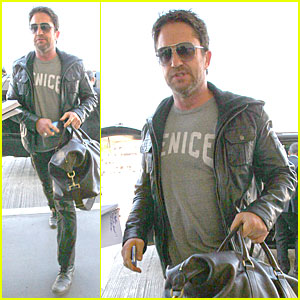 Gerard Butler: Light Packer at LAX Airport!