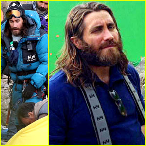 Jake Gyllenhaal Sports Long Hair & Shaggy Beard in First ...