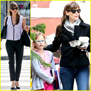 Jennifer Garner Runs Errands Around Town with the Kids