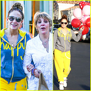 Jennifer Lopez: Valentine's Day Lunch with Mom Guadalupe!