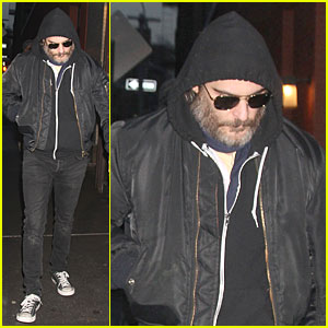 Joaquin Phoenix Pays Respects to Philip Seymour Hoffman at Mimi O'Donnell's Apartment
